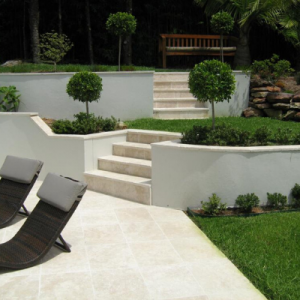 travertine-paver-backyard